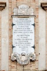 Palazzo Comunale. Particolare della lapide dedicata ai morti della guerra di Libia ed Eritrea. Foto di Sergio Ceccotti.
