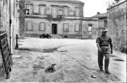 Casa Parrocchiale sul piazzale S. Stefano. Foto Bruno Grandinetti. Prop. fototeca Comunale.
