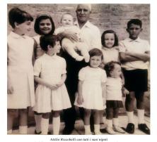 Attilio Riccobelli e i suoi nipoti. Foto Bruno Grandinetti. Prop. Giuseppina Riccobelli.